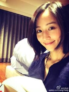 @張鈞甯: 一本書、喜歡的音樂、小酌一下⋯屬於自己的晚上~嘻!回家真好!
