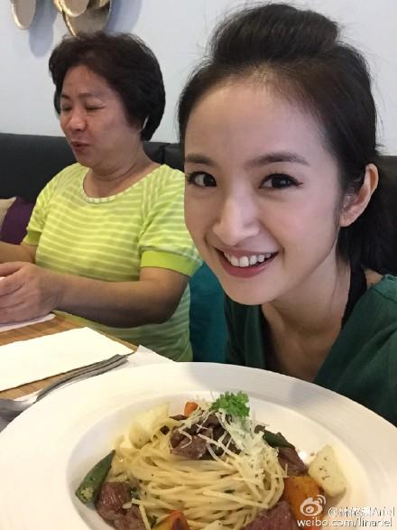 @林依晨Ariel: 弟弟的維一Unique餐廳換盛夏新菜單囉! [甩甩手]️🍗🍤🍕🍯🍹🍷[好愛哦]